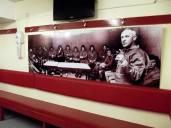 El vestidor del Liverpool, con una foto de Shankly y su equipo de los años 60