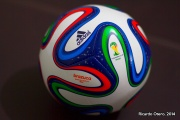Una réplica mini del balón que hizo ilusionarse a millones de aficionados al futbol. Es el Brazuca, esférico del Mundial Brasil 2014.